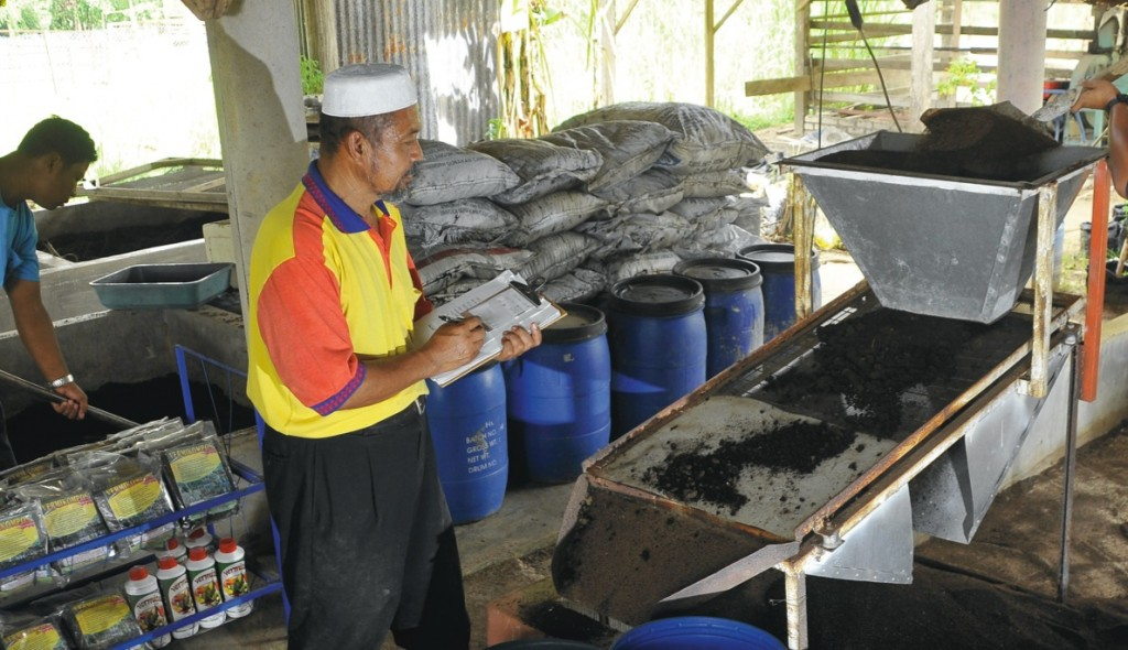 Working from the ground up, Hasim's vermicompost business expanded into new markets via his blog